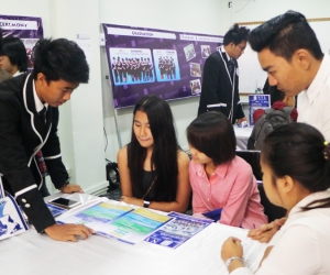 Discuss_by_Senior_Students_on_Open_House_day