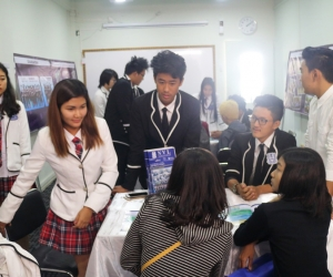 Warmly_Welcome_by_Senior_Students_on_Open_House_day