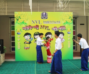 Students_at_Thingyan_Festival_2017_2